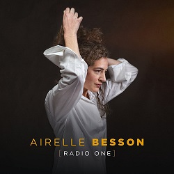naive NJ625911, radio one, airelle_besson